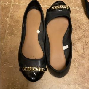 Black and gold chain flats
